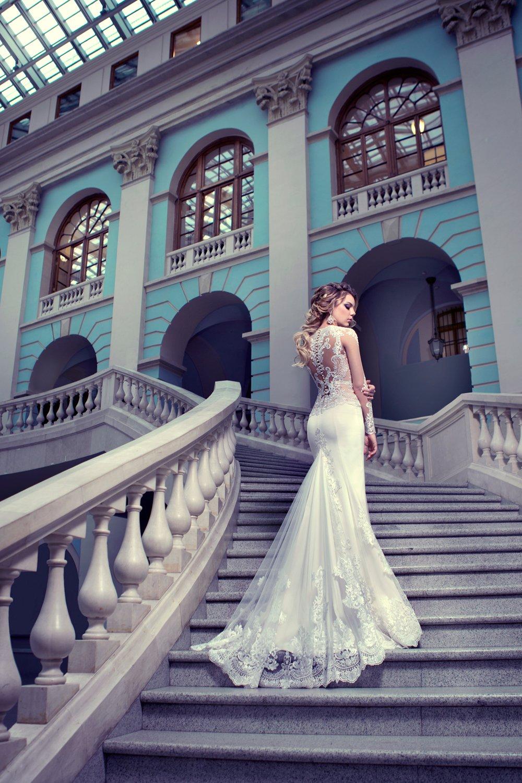 Платья в гостином дворе